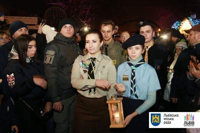 Торжественная церемония открытия главной ёлки Львова: на празднике присутствовал мэр (фото)