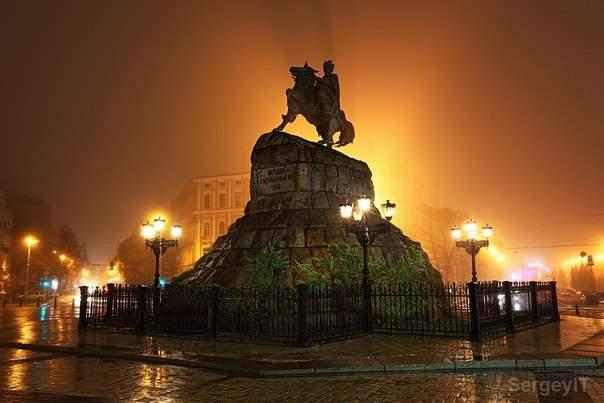 В Киеве памятник Богдану Хмельницкому накроет звездное небо