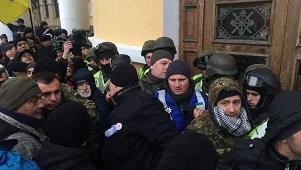 Командование наградило бойцов нацгвардии, пострадавших при штурме Октябрьского дворца