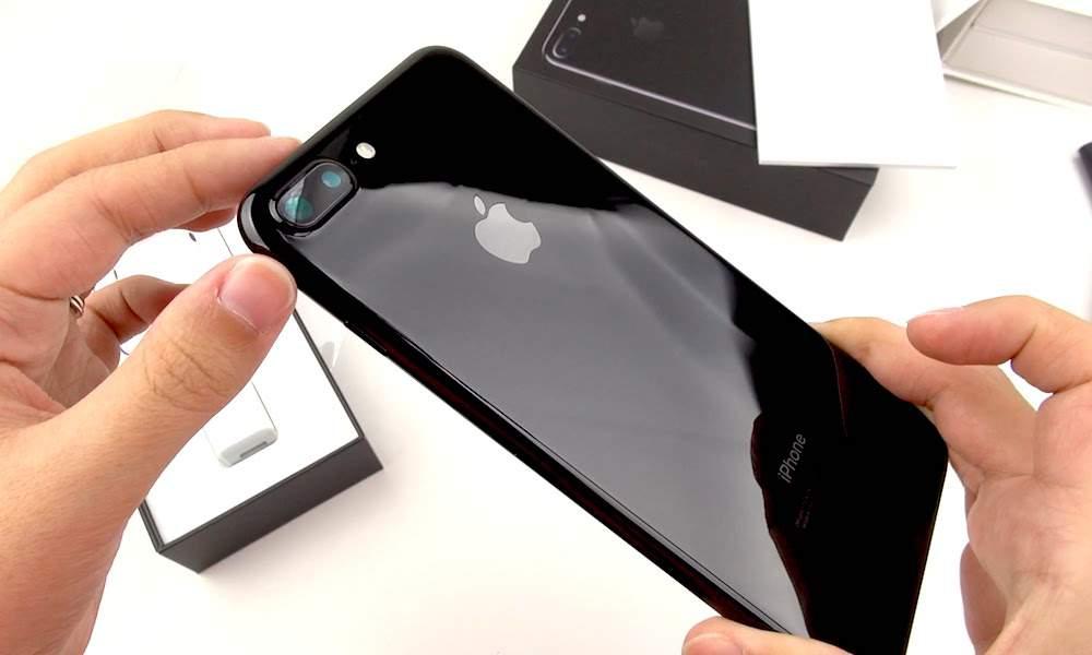 «Первая покупка, оказалась пропажей»: В Киеве на почте посылку с новым iPhone 7 забрал мошенник