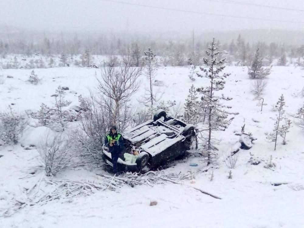 На трассе Ивано-Франковск - Богородчаны автомобиль съехал в кювет и опрокинулся