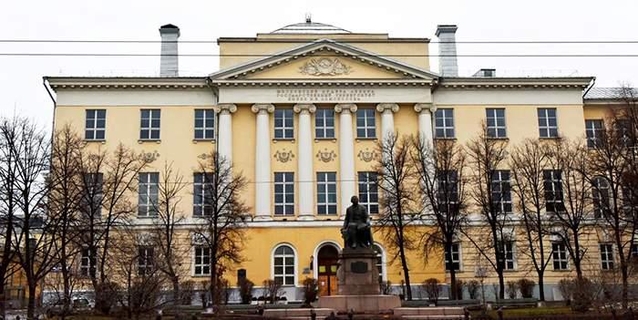 В Москве эвакуируют здание  факультета журналистики МГУ из-за сообщения о минировании