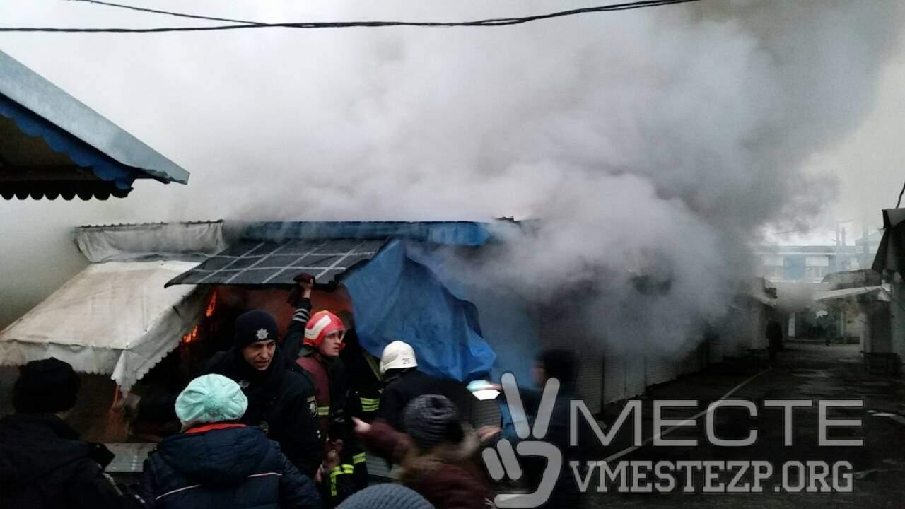 В Запорожье на центральном рынке сгорели торговые точки (фото)