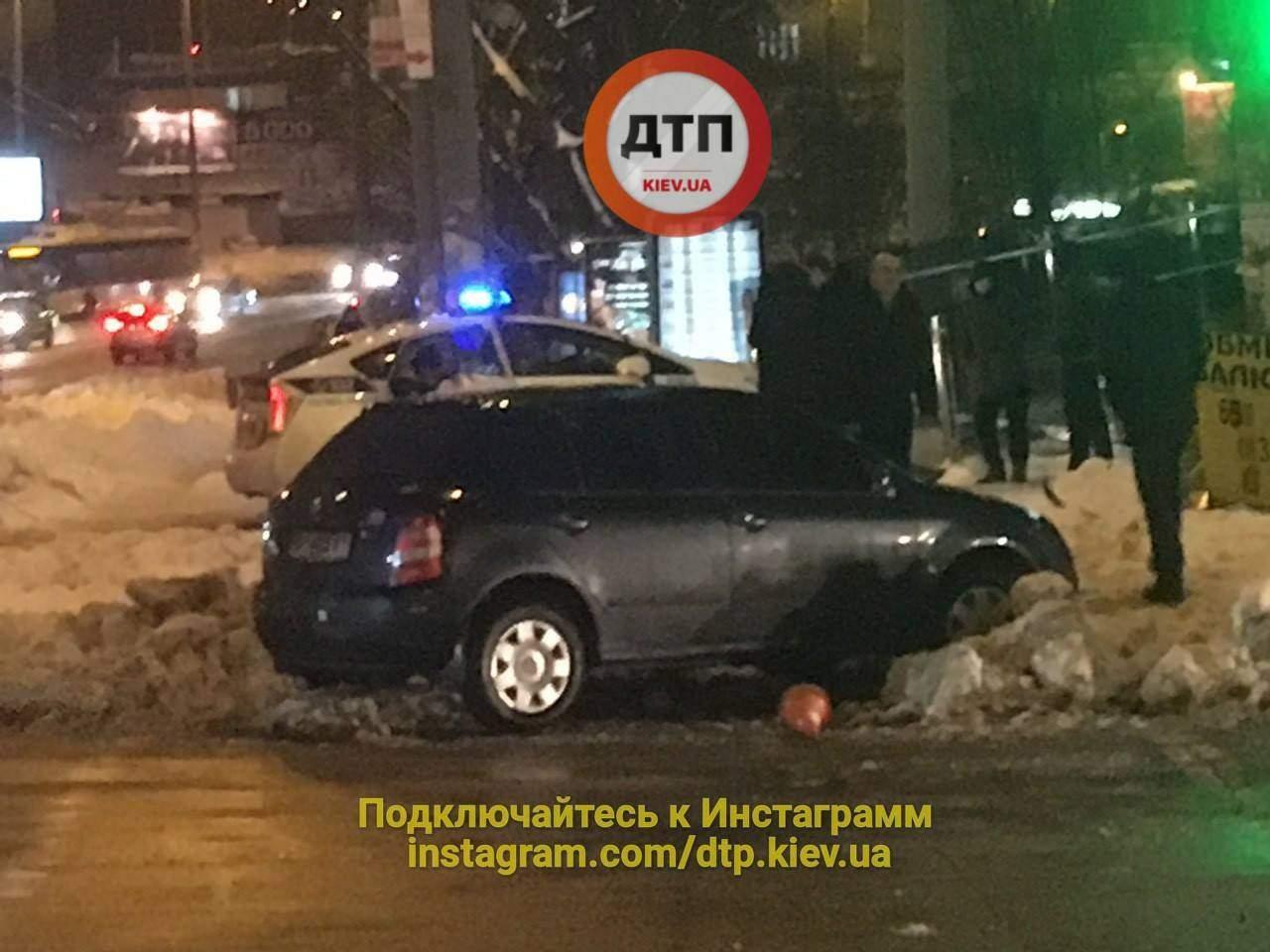 В Киеве сбили двоих пешеходов (фото)