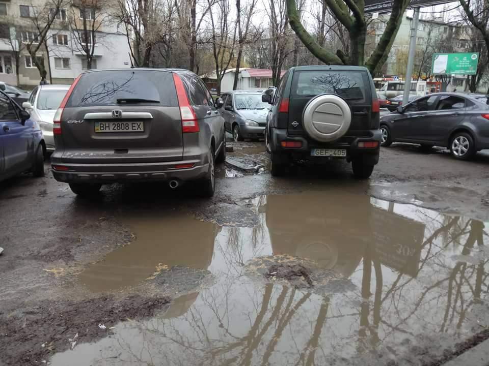 В Одессе водители-хамы фактически перекрыли пешеходную зону (фото)