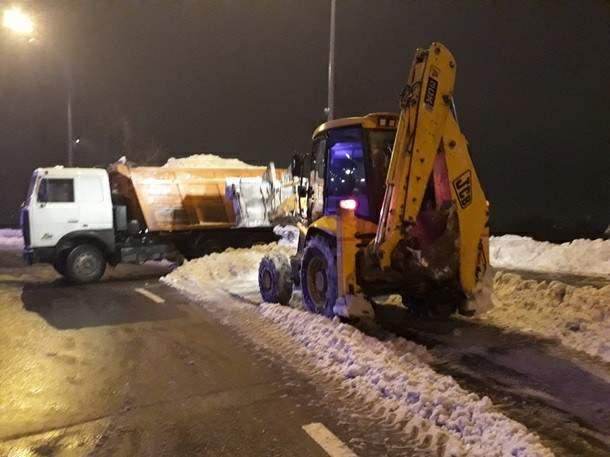 В Киеве за  4 суток вывезли 12,4 тыс. тонн снега (Фото)