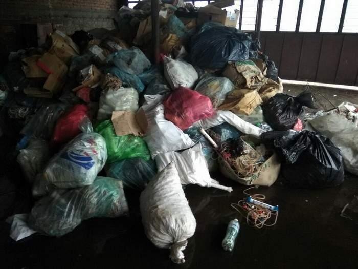 В Запорожье обнаружили склад опасных медицинских отходов (Фото)