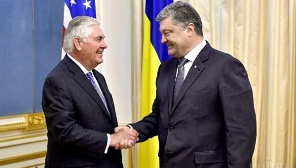 Порошенко и Тиллерсон обсудили миротворческую миссию ООН в Донбассе