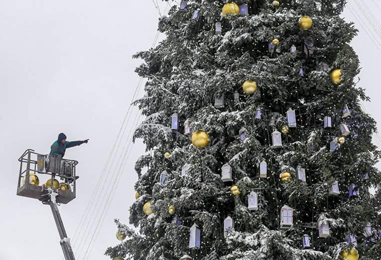 Столицу заполонили новогодние красавицы (Фото)