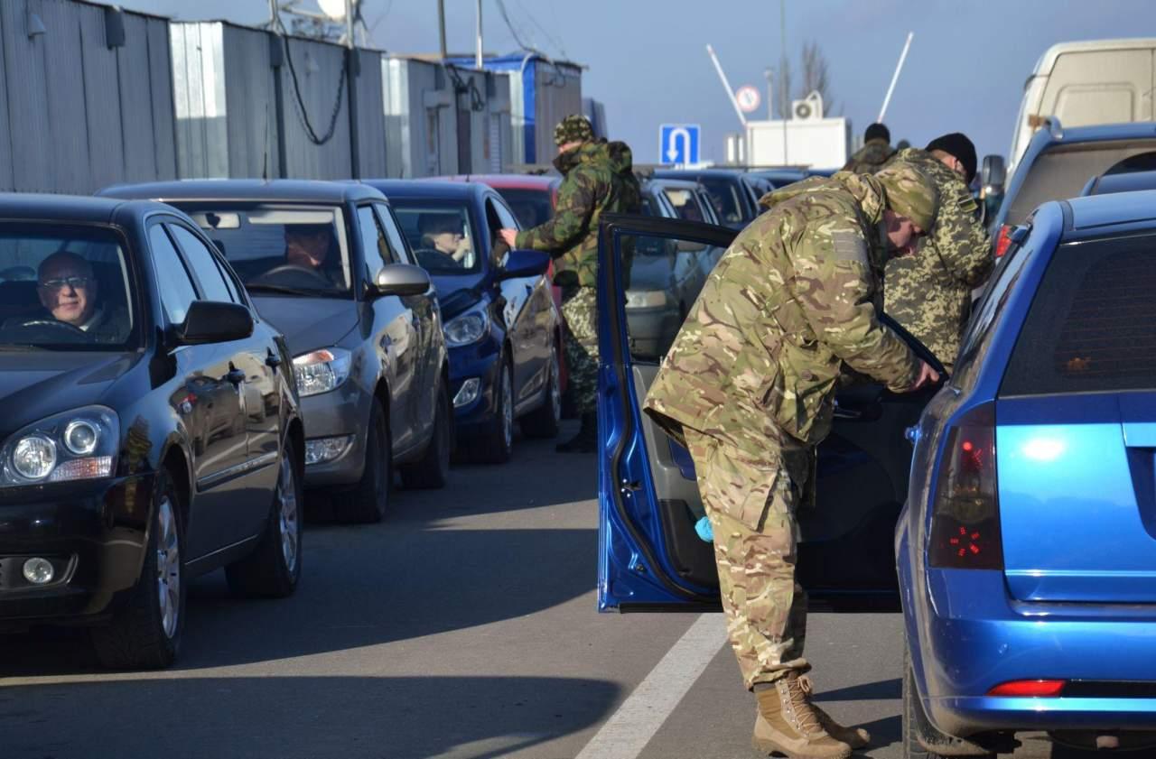 КПВВ в зоне АТО на Донбассе: пассажиро-транспортный поток остается интенсивным