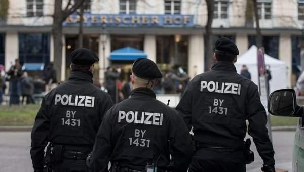 В Германии полиция оцепила территорию площади Мюнстерплац, посетителей попросили срочно покинуть площадь