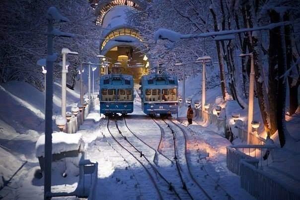 Киев укрыт белым одеялом из снега (фото)