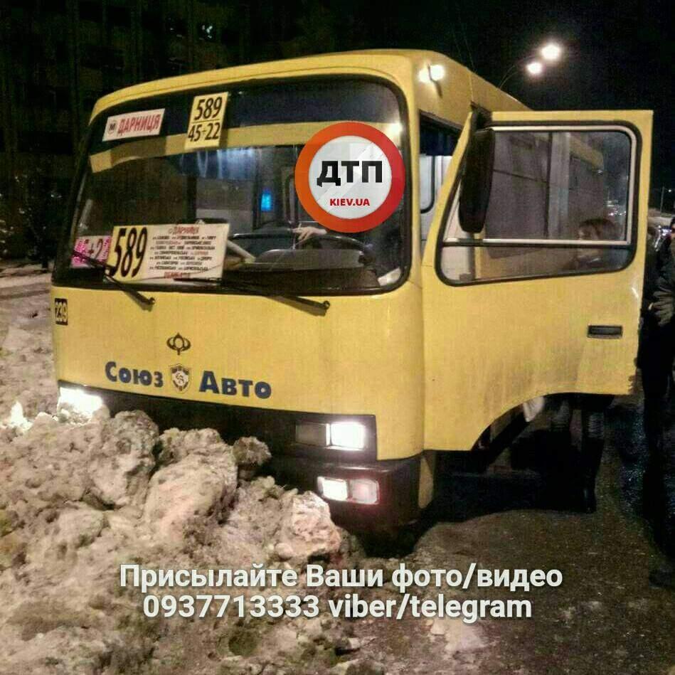 В Киеве водителю  маршрутного автобуса стало плохо за рулем и он потерял сознания