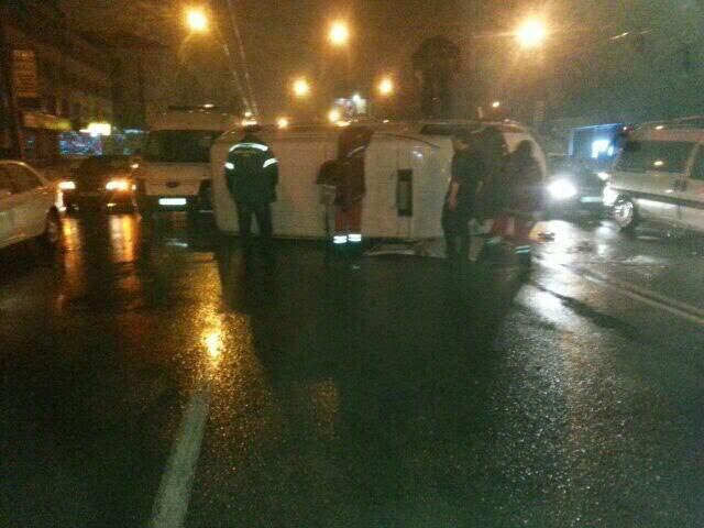 Во Львове пьяный водитель протаранил карету