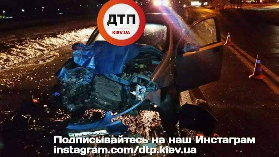 В столице произошло серьезное ДТП: двоих человек госпитализировали (Фото)