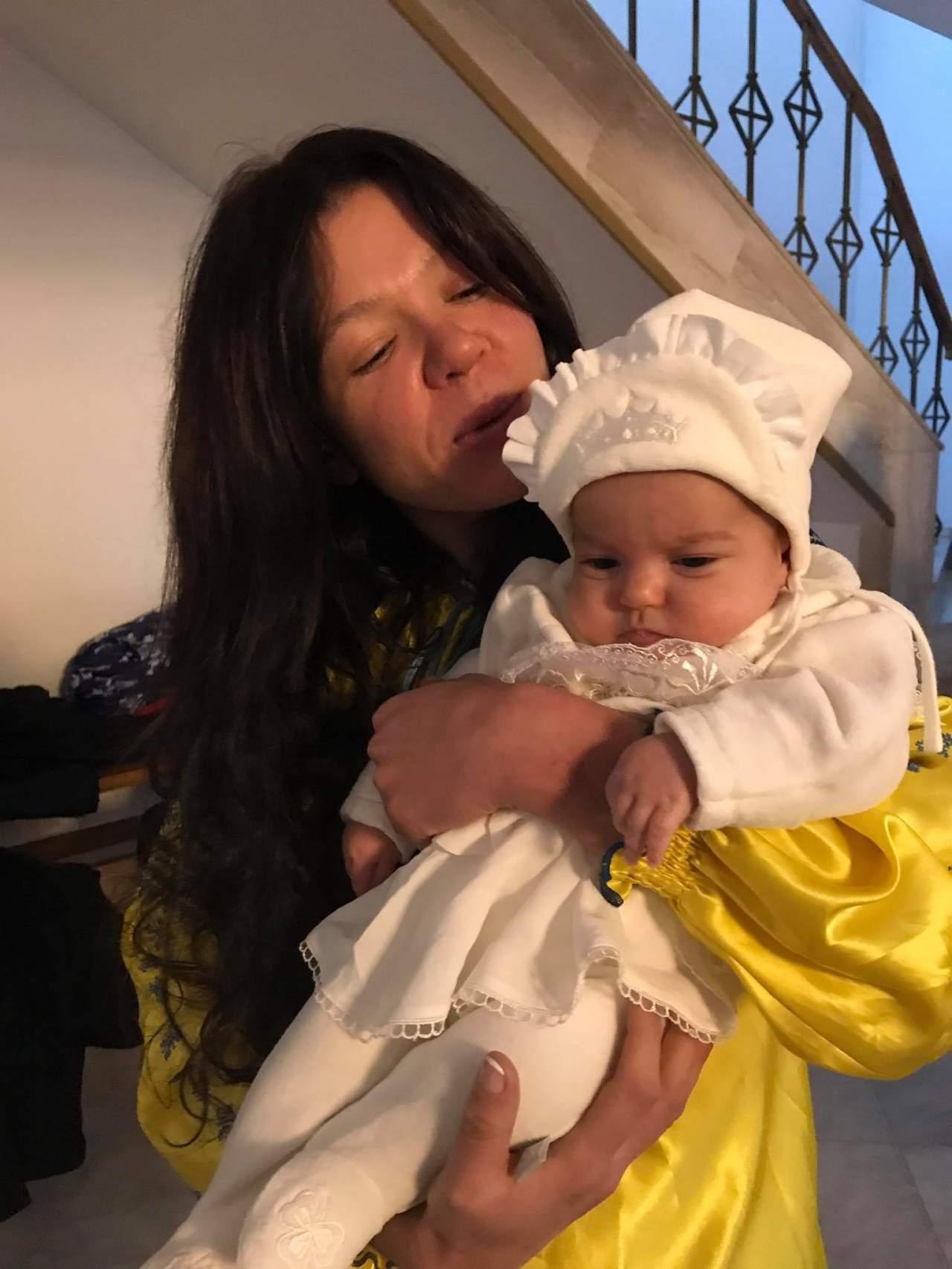 Известная украинская певица стала крестной мамой (фото)