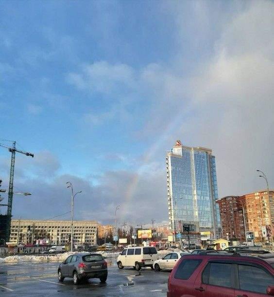 В католическое Рождество над столицей растянулась волшебная радуга (Фото)
