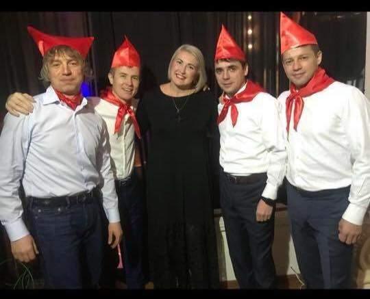 Одесские депутаты провели новогодний корпоратив в пионерских галстуках (Фото)