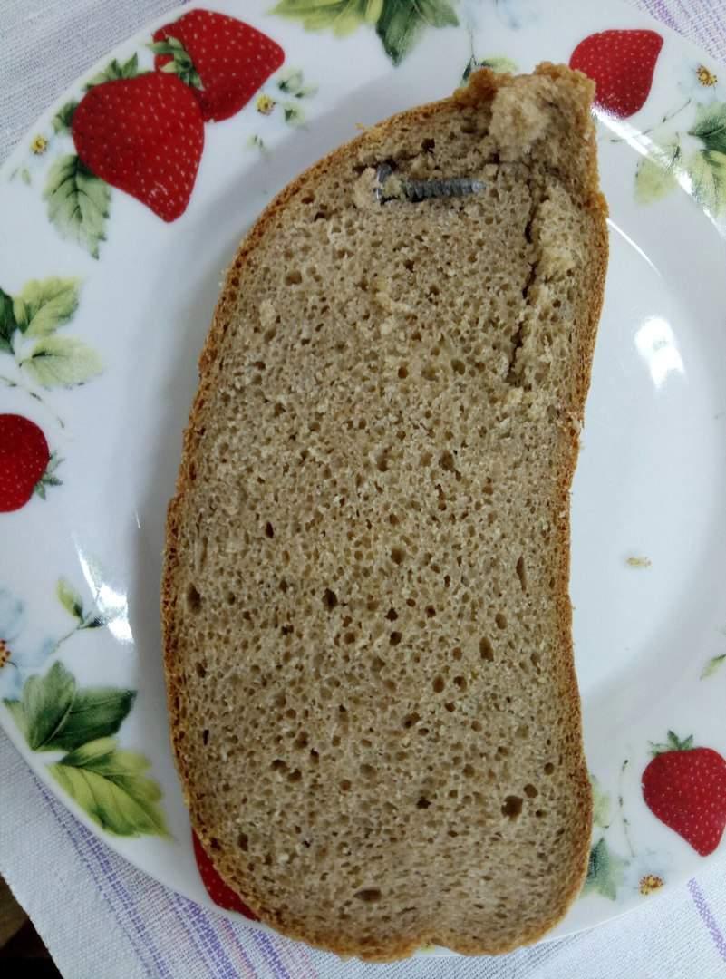 Одесситке в хлебе попался железный саморез (фото)
