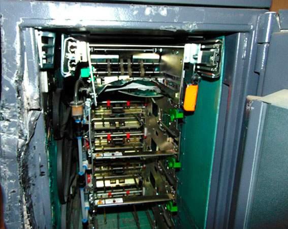 В Черновицкой области злоумышленники разобрали и ограбили банкомат (фото)