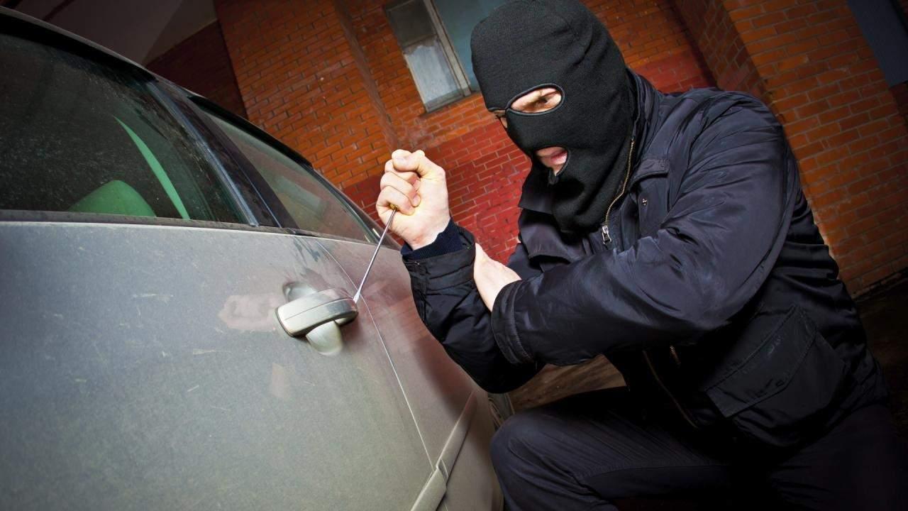 На Прикарпатье злоумышленник угнал автомобиль