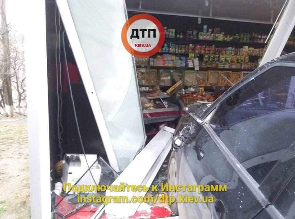 В Киеве нетрезвый водитель сбил 3-летнюю девочку (Фото)