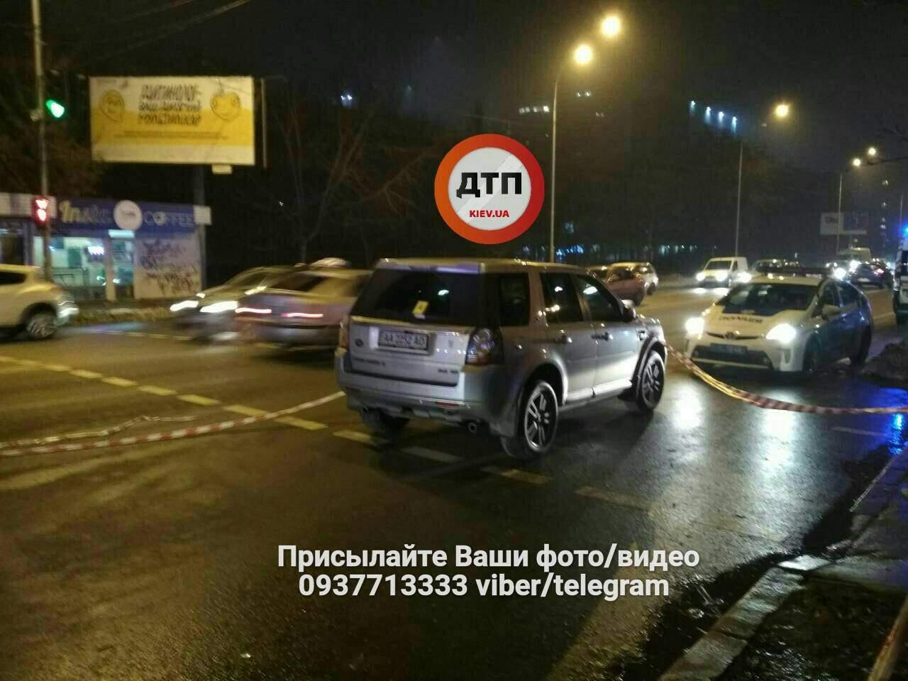 В Киеве водитель сбил насмерть пешехода (фото)