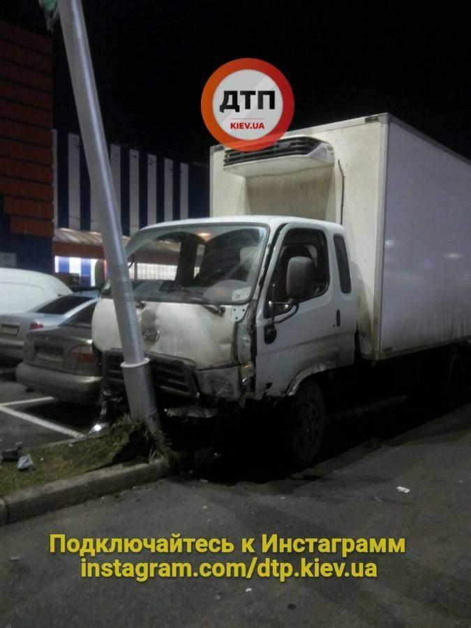 В Киеве на парковке возле