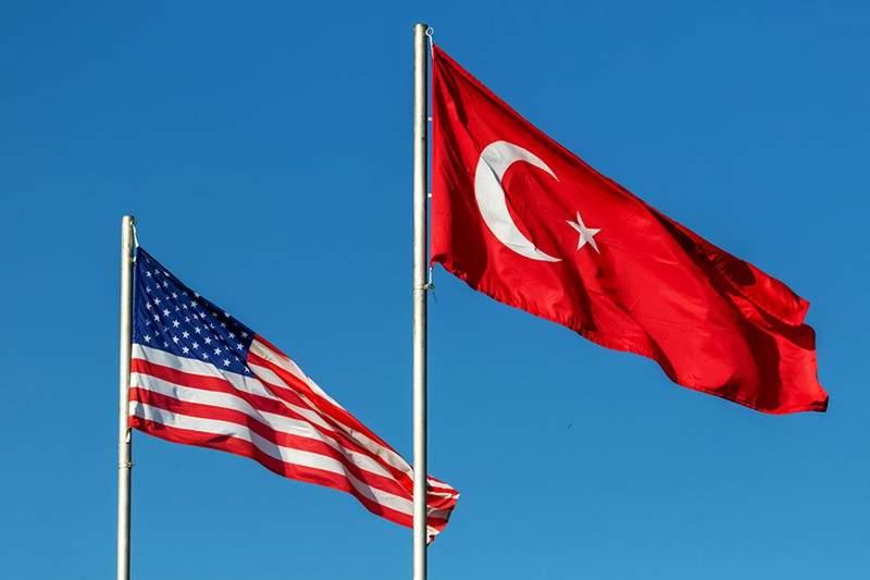Американские власти полностью возобновляют выдачу виз в Турции