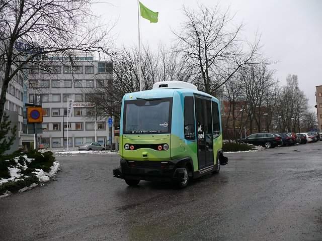 В Швеции ввели в эксплуатацию первые в мире беспилотные автобусы (фото)