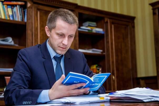 Парасюк вступился за уволенного чиновника
