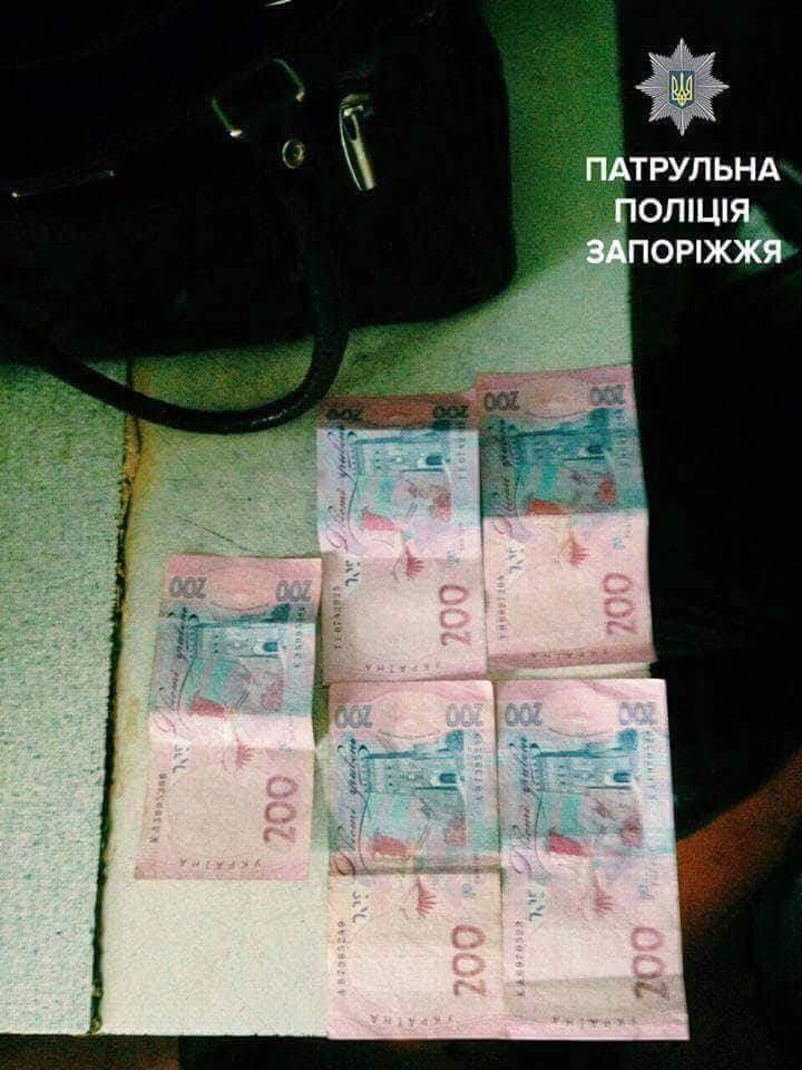В Запорожье сотрудница социальной службы обокрала пенсионера (Фото)