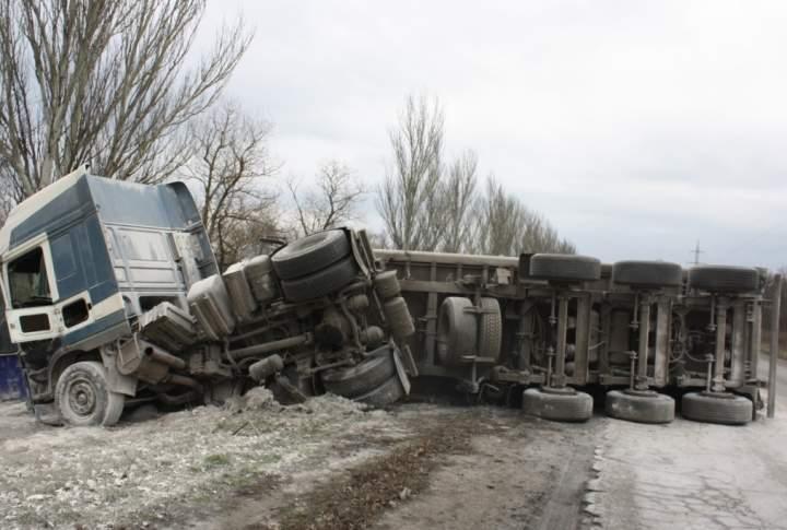 ДТП в Запорожской области: Грузовик съехал в кювет (Фото)