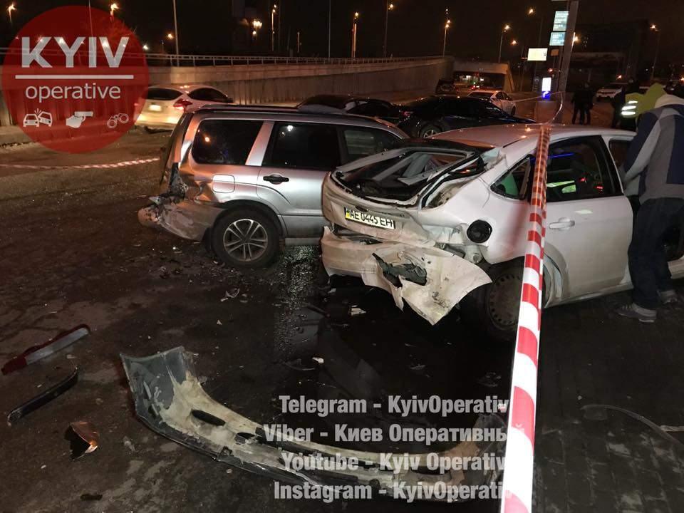 В Киеве автомобиль протаранил 6 авто, убегая от полиции (Фото)