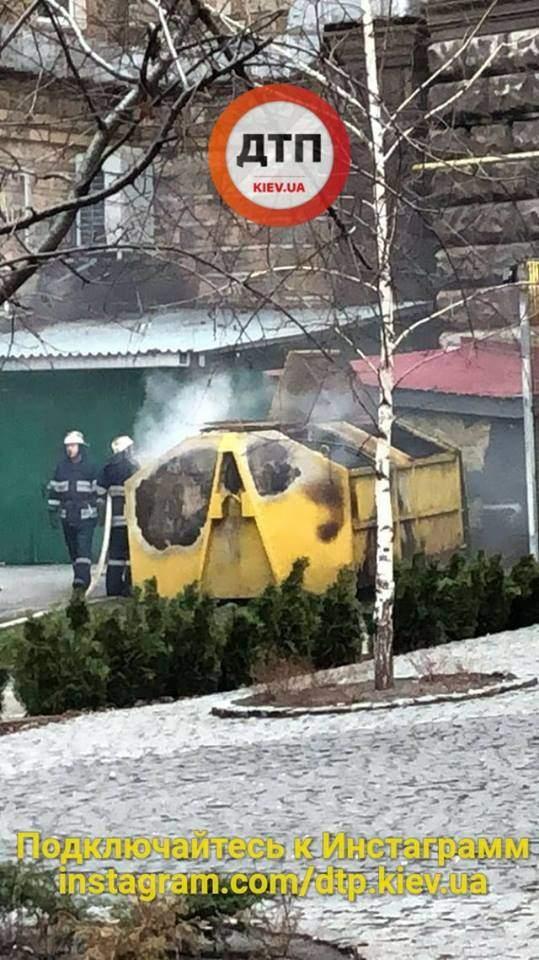 На Крещатике произошел взрыв с последующим возгоранием (Фото)
