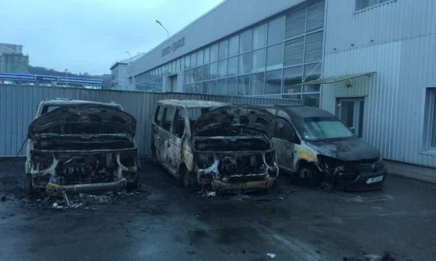 В Киеве подожгли автомобили формирования