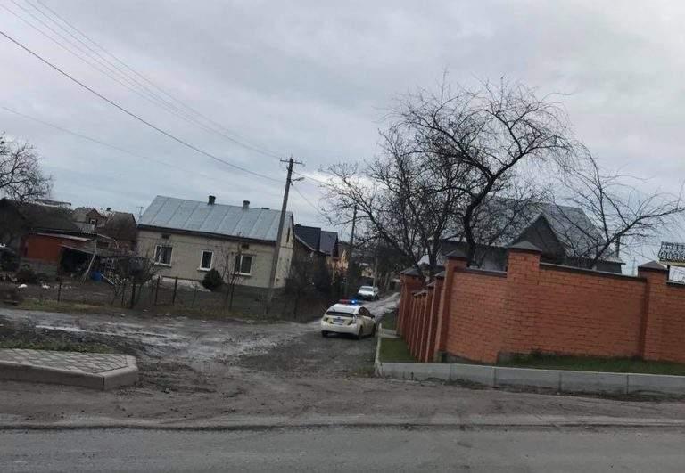 На Львовщине вооруженные грабители отобрали у мужчины сумку с деньгами