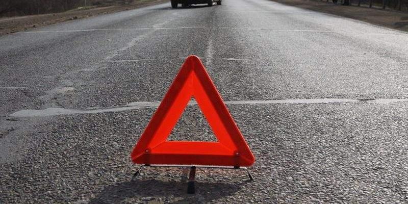 В Баку упал на бок пассажирский автобус
