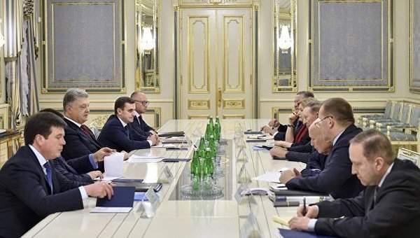 Порошенко провел встречу с представителями Украины в Трехсторонней контактной группе  по Минску