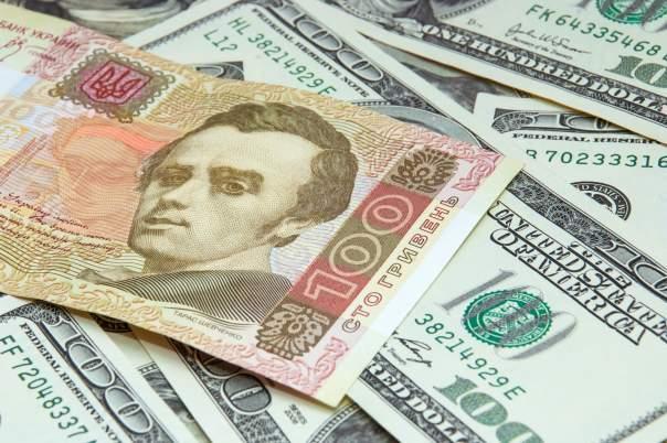 Гривна стремительно падает в отношении иностранной валюты