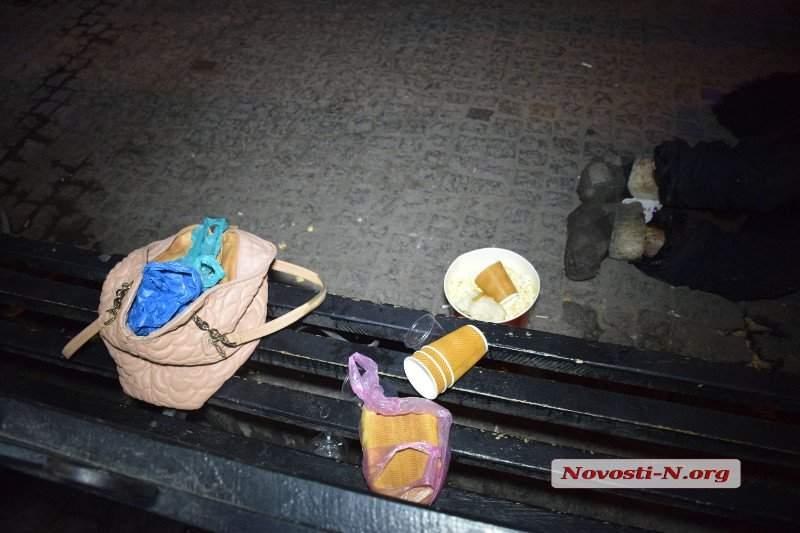 В Николаеве на одной из остановок скончался бездомный журналист и поэт