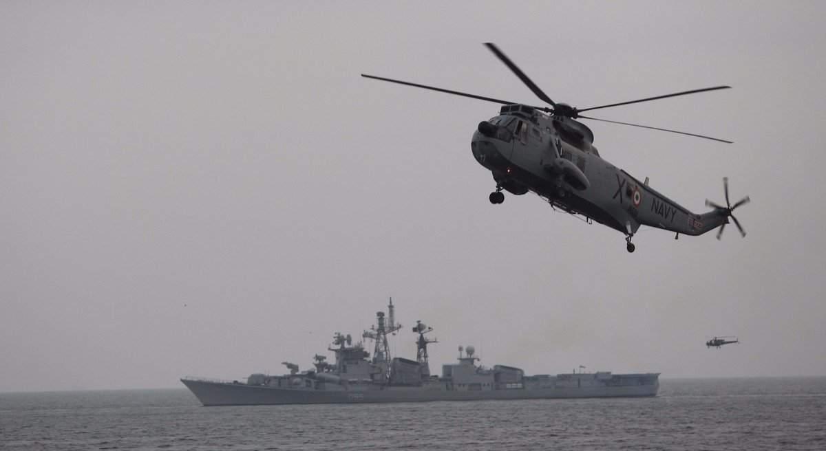 Индийский вертолет упал в море, в результате чего погибло несколько человек (Фото)