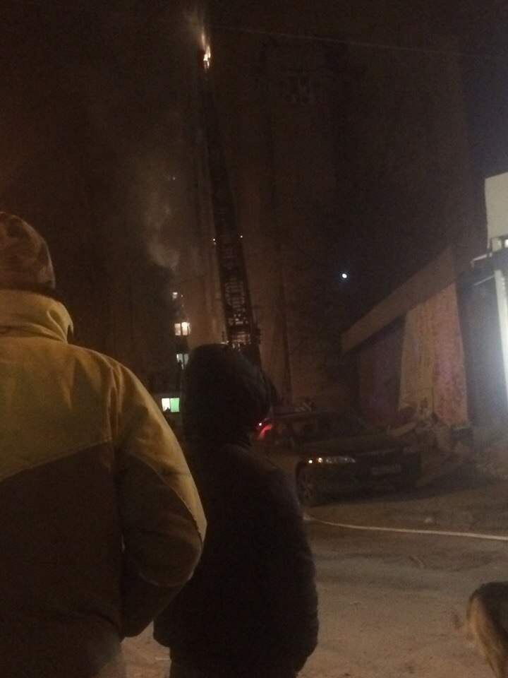 В Харькове горит общежитие (Фото)