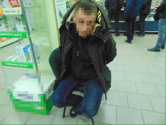 В Киеве мужчина украл ящик с благотворительными взносами (Фото)