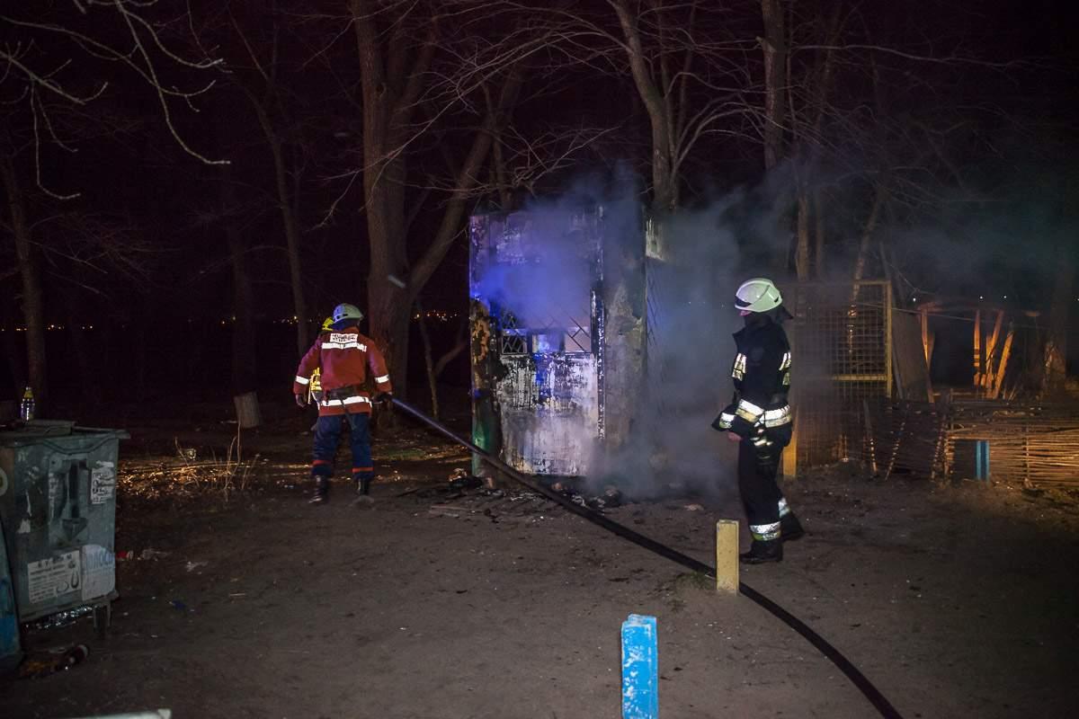 В Днепре в ходе пожара заживо сгорел охранник кафе (Фото)