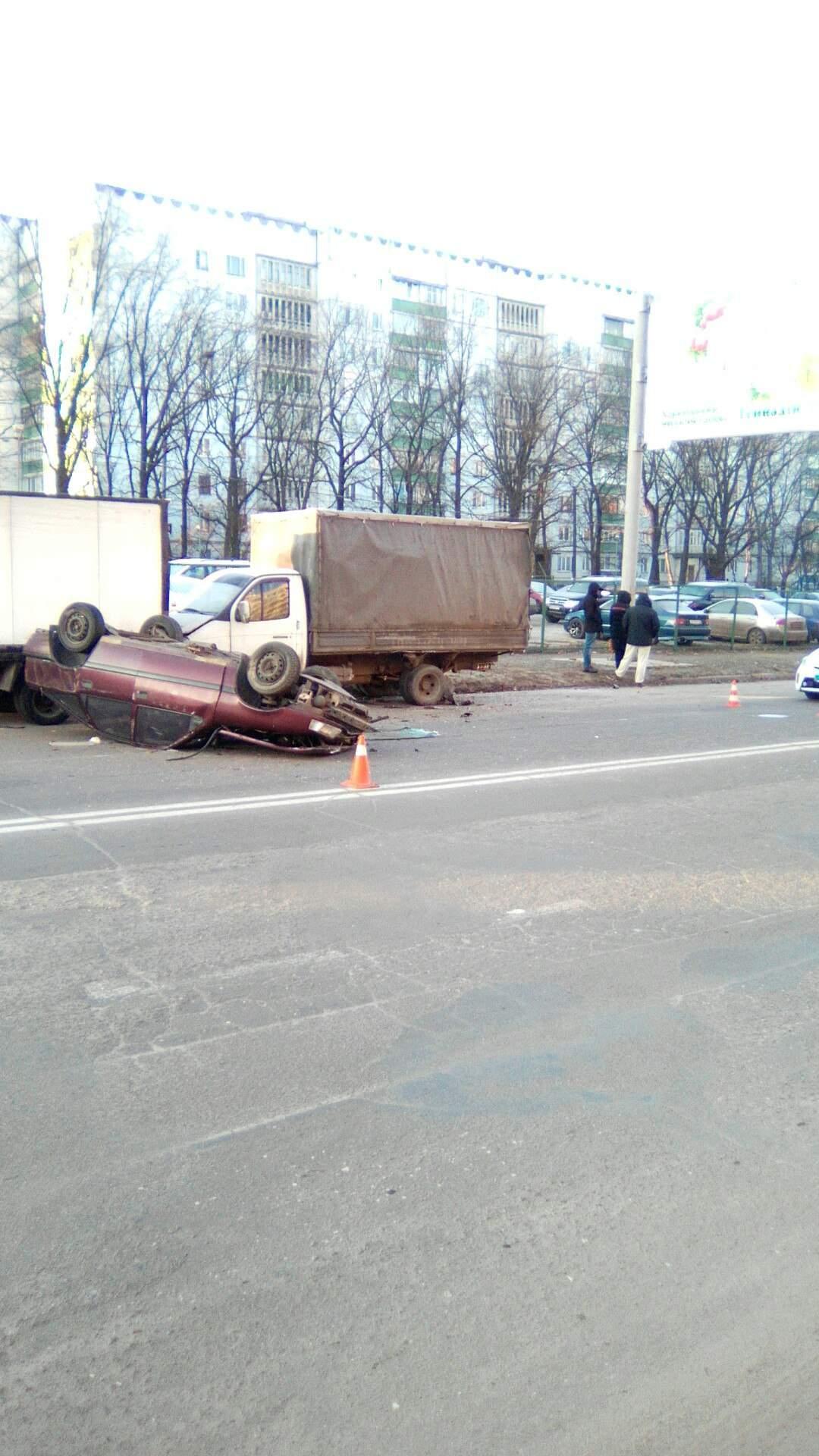 В Харькове произошло ДТП с опрокидыванием (фото)
