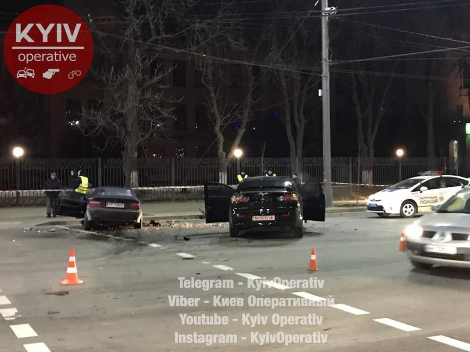 Сокрушительное лобовое ДТП в Киеве: серьезно пострадал ребенок (видео)