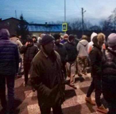 Протестующие перекрыли трассу Львов-Краковец (Фото)