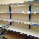 В Черкассах местные жители опустошили полки с питьевой водой в супермаркетах (фото)
