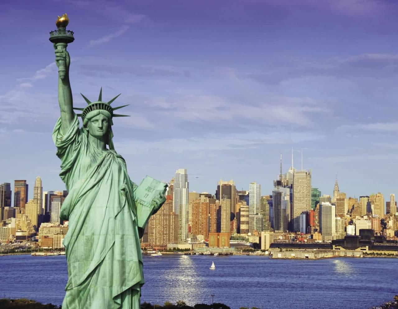 В Нью-Йорке для туристов закрыли знаменитейшую Статую Свободы